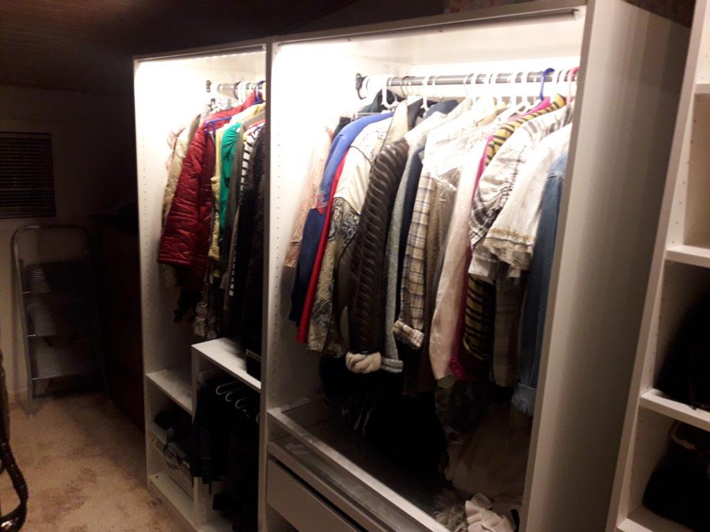 Walk inn closet monteret af Den Rigtige Handyman