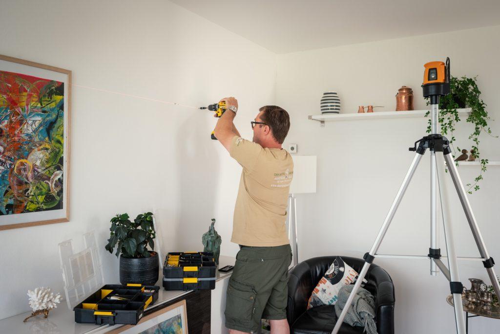 Den Rigtige Handyman billedophængning