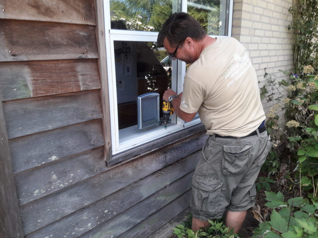 Den Rigtige Handyman kattelemsmontering