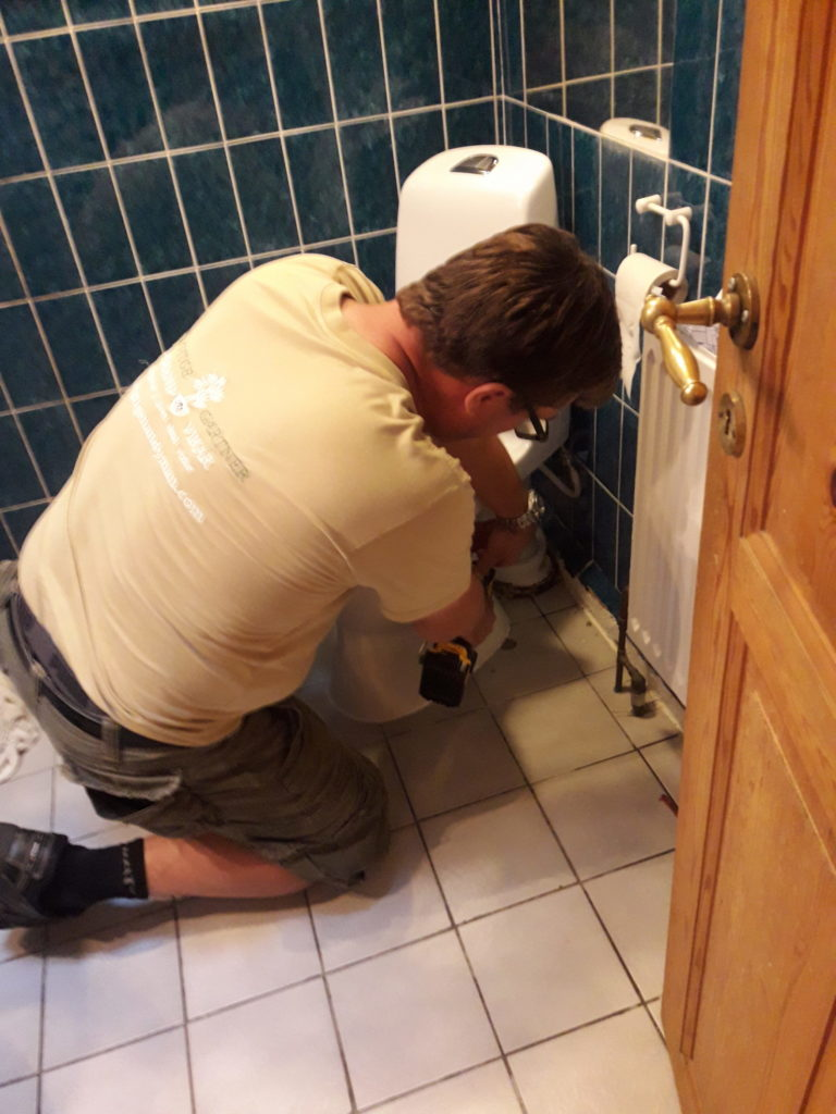 Den Rigtige Handyman toilet udskiftning